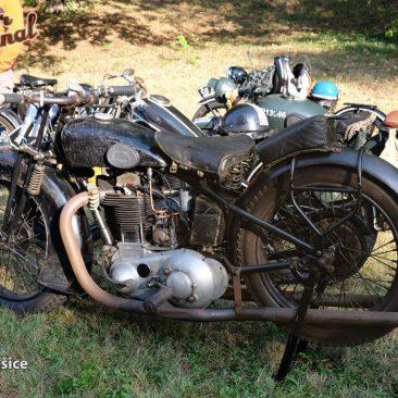 Velmi původní, ale především jediný zachovaný stroj BSJ 500 OHV Ivo Šarlingra, představený brněnskou Královopolskou strojírnou vroce 1948