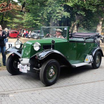 Natrať vyjíždí Tatra 54 Cabriolet 1932 Rudolfa Unzeitiga zČKHV Brno