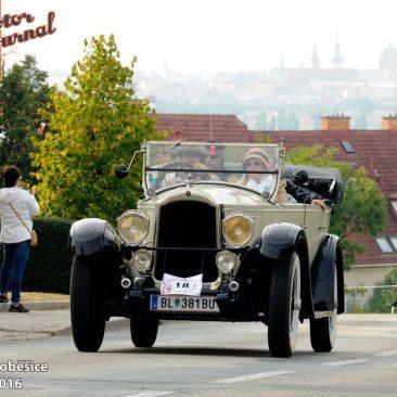 Jaromír Svoboda žije kousek odVídně, je členem H-D klubu Harleyson's, ale naSoběšice přivezl kabriolet Willys Knight sunikátním šoupátkovým motorem