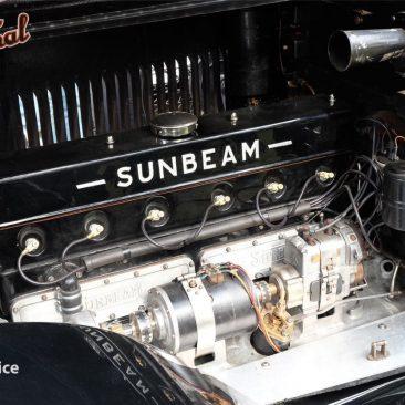 Řadový šestiválec Sunbeamu M25 Tomáše Hořice je pogenerálce. Prý takhle ale vypadal už ijako nový