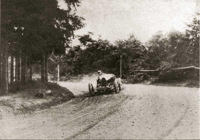 Hrdinou ročníku 1926 se stala paní Eliška Junková. Překonala všechny rekordy trati stavené do té doby časem 2:29,6. Při tom překonala výborné závodníky, jako byl její manžel Čeněk Junek na stejném voze Bugatti 35, nebo Hugo Urban-Emmrich s vozem Talbot, Fritz von Zsolnay na voze Austro–Daimler. Stejného absolutního úspěchu dosáhla i 9. května 1926 při závodě Zbraslav–Jíloviště