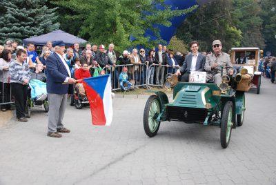 Americký Autocar z roku 1902 patří mezi nejstarší stále pojízdné automobily v České republice. Několikrát startoval na prestižní jízdě Londýn–Brighton